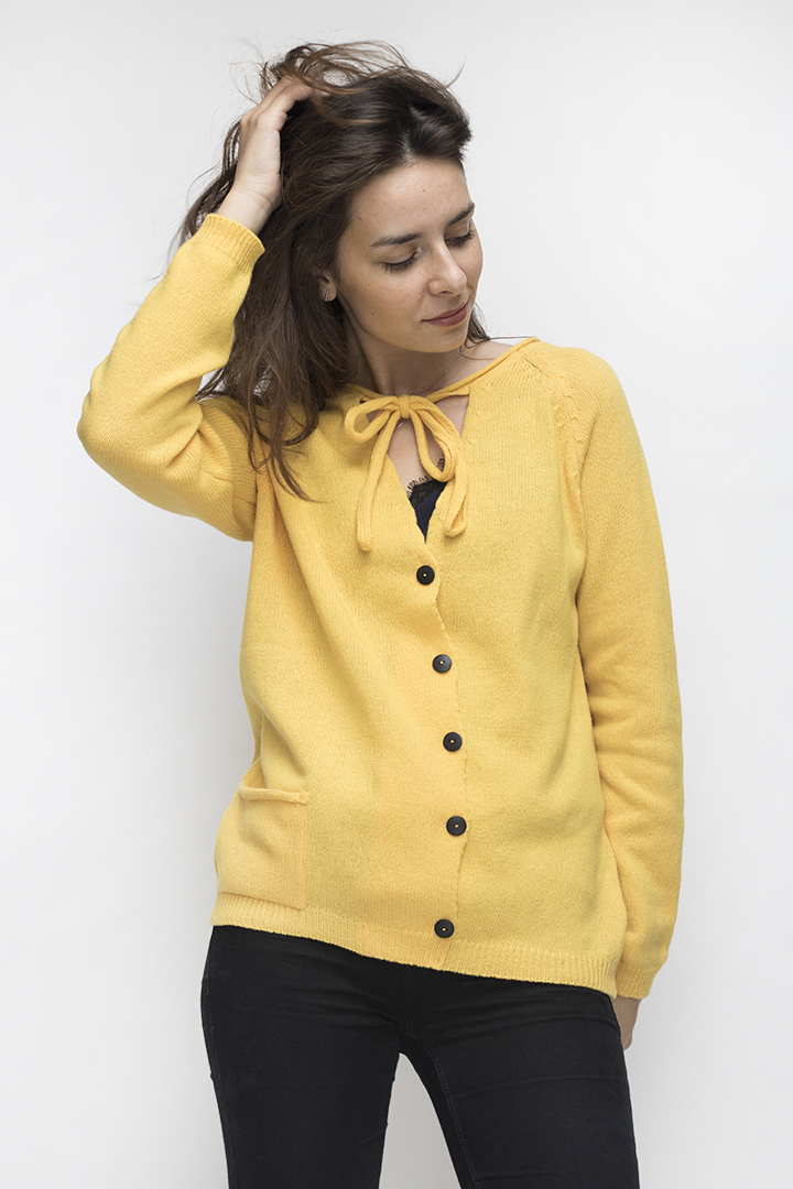 Vilnonis geltonos spalvos megztinis - LinenSheep