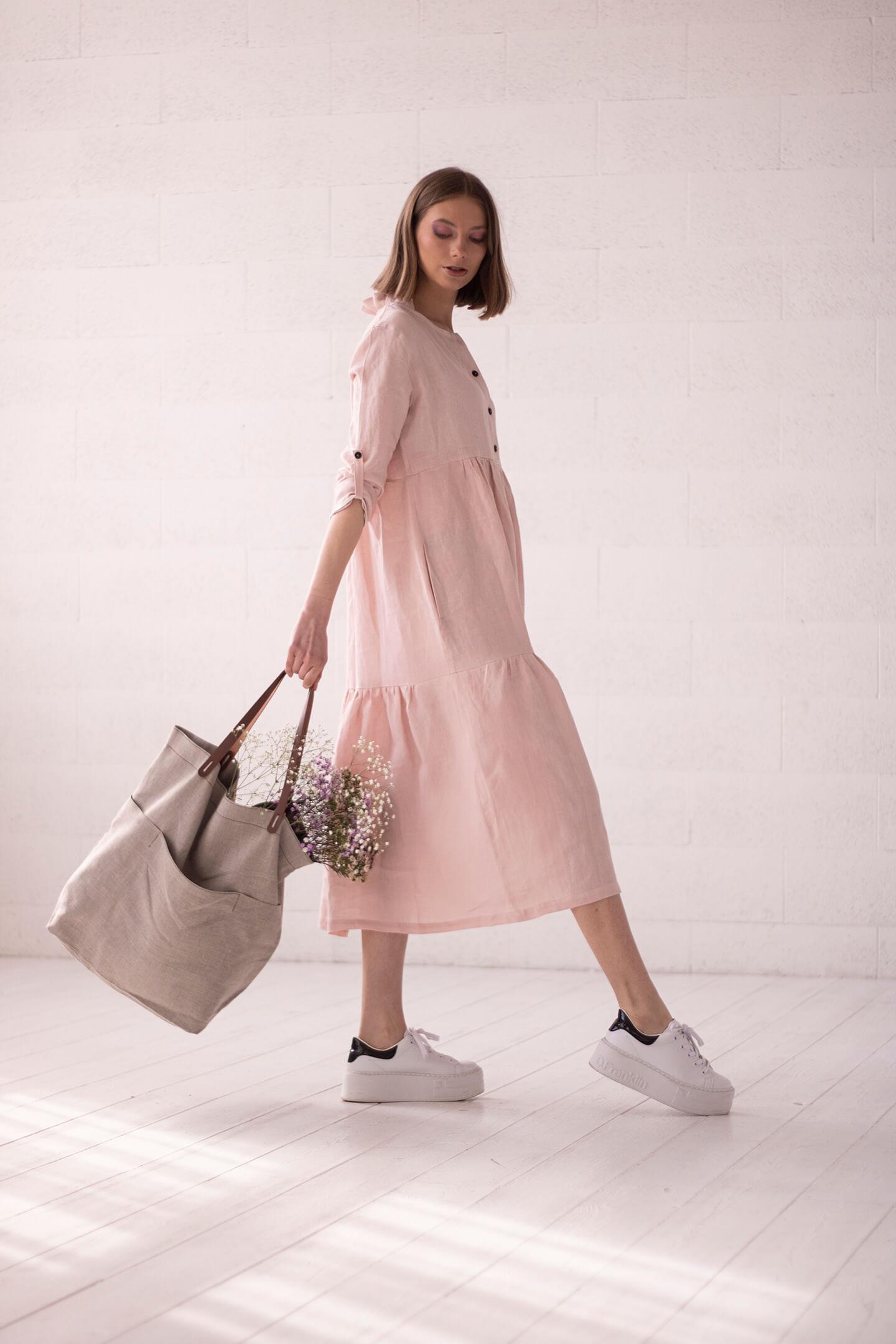 Rausva lininė suknelė ir lininis krepšys
